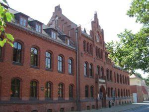 Über die Normenkontrolle entscheidet das Oberverwaltungsgericht bzw. der Verwaltungsgerichtshof.